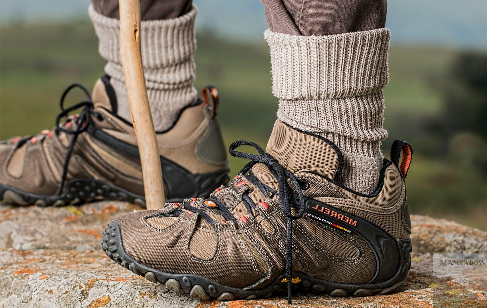 Botas de montaña en acampadoss